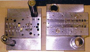 ストリーマーフライ用フライマテリアル・リップウエイト(真鍮板 C2801P t0.4)のプレス量産加工用順送金型の実物写真